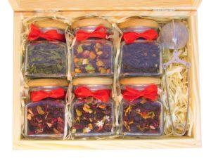 sześć herbat/kaw + zaparzacz w drewnianym pudełku