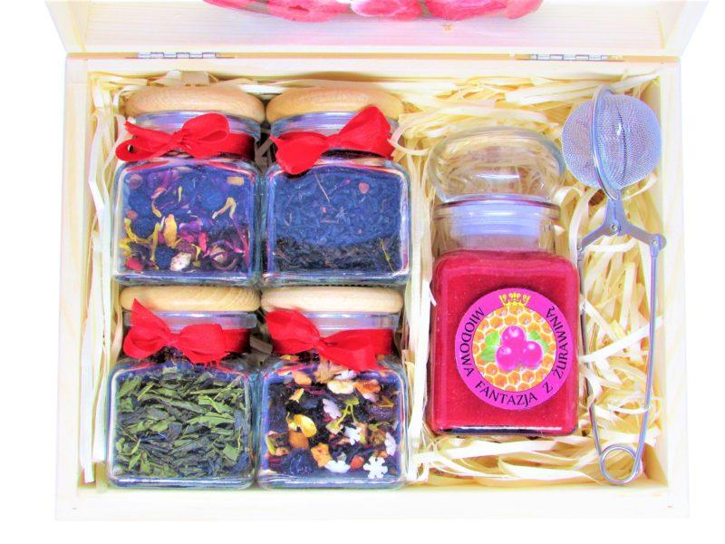 Zestaw prezentowy: herbaty/kawy, miód z owocami, serce z czekolady, zaparzacz