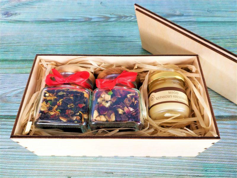 Dwie herbaty lub kawy + miód w drewnianym pudełku