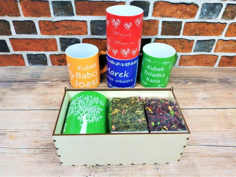 KUBEK z grawerem + herbaty lub kawy + drewniane pudełko z grawerem