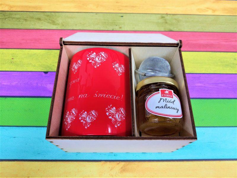 KUBEK z grawerem + miód + zaparzacz + drewniane pudełko z grawerem