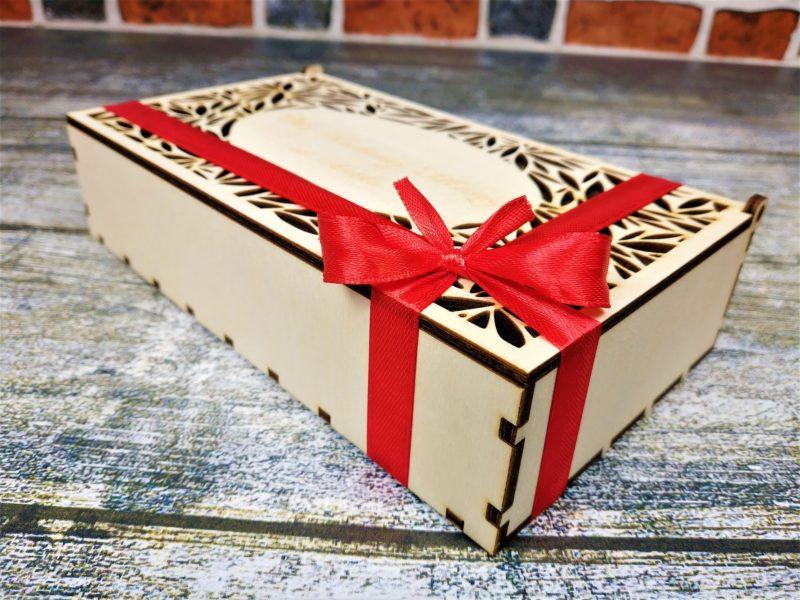 Trzy herbaty lub kawy w drewnianym pudełku ozdobnym Z GRAWEREM
