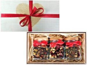 Trzy herbaty lub kawy w słoiczkach z drewnianym korkiem - GRAWER w kształcie SERCA